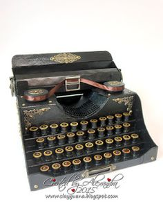 *ClayGuana: Vintage Typewriter and a Mini Book