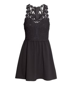 Short black sleeveless dress with lace bodice & crêpe skirt. | Party in H&M