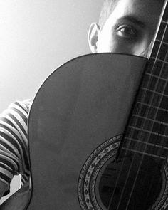 Apenas uma foto minha e meu violão. #snapsave Osvaldofidel by osvaldofidel http://ift.tt/1ToBbdF