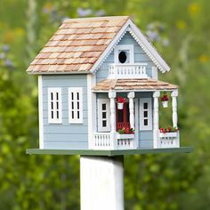 """""""Lake View"""" Cottage Bird House -- stylish living for wrens, chickadees, finches, nuthatches and titmice -- easy to clean. Decorative Bird Houses, Bird Houses Painted, Bird Houses Diy, Fairy Houses, Homemade Bird Houses, Bird House Feeder, Birdhouse Designs, Animal House, Lake View"""