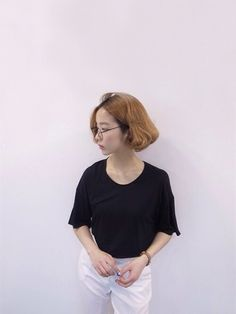 baby its alright Ulzzang Short Hair, Ulzzang Girl, Edgy Outfits, Simple Outfits, Shot Hair Styles, Long Hair Styles, Girl Short Hair, Girls Be Like, Bob Hairstyles