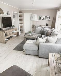 @homebymarlene sur Instagram : Salon gris, beige, bois