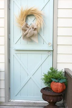 Love the door color Fall Wheat Wreath (Daisy Mae Belle) Front Door Paint Colors, Painted Front Doors, Scandinavian Christmas Decorations, Thanksgiving Decorations, Thanksgiving Holiday, Fall Wreaths, Fall Crafts, Xmas Crafts, Fall Halloween
