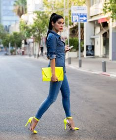 Fashion, Beauty and Style: Denim and Neon Heels Neon Outfits, Summer Outfits, Casual Outfits, Looks Camisa Jeans, Look Fashion, Womens Fashion, Fashion Trends, Fashion Beauty, Modern Fashion