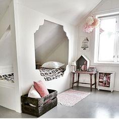 Det är så fint med inbyggd säng vid snedtak Credit: @ragnhildlykke