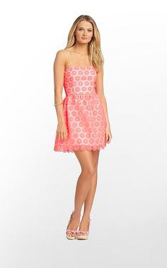 Lilly girls around the world, meet your new favorite strapless dress! We know, it seems like a wild claim, but once you try on the Payton Dress, there Modest Homecoming Dresses, Summer Dresses, Prom Dress, Dress Lilly, Classy And Fabulous, Preppy Style, Cute Fashion, Dress Me Up, Women's Fashion Dresses