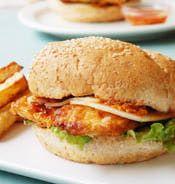 Bondi Chicken Burger portugese  Simplement mariner les poitrines et griller sur bbq pour moi. Je mettrai du cheddar fort à la place du provolone . C'est bon,très piquant.