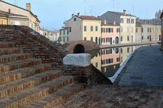 https://flic.kr/p/qjaXEb | Comacchio, mist, water, houses ans bridges - Explore