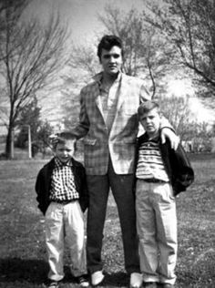 Elvis with fans.... Graceland 1957