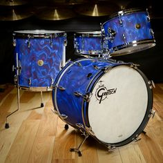 Gretsch USA Custom Bop Drum Kit Peacock Satin Flame Vintage Build Gretsch USA Custom limited edition kit, in the gorgeous peacock satin flame reproduction finish. Sizes are 1 Gretsch Drums, Beat Em Up, Acoustic Guitar Strings, Usa Customs, Vintage Drums, How To Play Drums, Chicago Shopping, Drum Kits, Cool Guitar