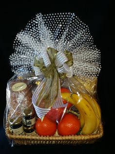 Barber's Gift Baskets offers custom gourmet gift baskets and corporate gifting in West Palm Beach, FL & surrounding areas. Contact us today at to purchase a gift basket! Spa Basket, Basket Gift, Gourmet Gift Baskets, Gourmet Gifts, Hospitality Gifts, Barber Gifts, Wedding Plates, Packing Ideas, Wedding Keepsakes