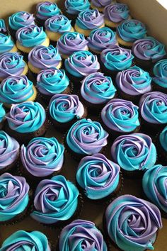 I don't concern myself with weddings or usually cupcakes even, but these are beautiful!