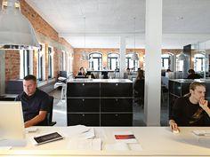 Shared workstations – USM Haller storage. www.usm.com