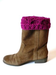 Tails&Snouts Galore: Beehive Boot Cuff Pattern - Size 10.5 dpns