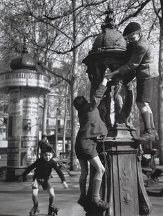 Robert Doisneau  //  The Wallace Foutain, Saint Sulpice Square, 1946.   (   http://www.gettyimages.co.uk/detail/news-photo/kids-playing-around-the-wallace-fountain-at-saint-sulpice-news-photo/121507539