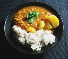 Cizrna brambory indické koření, rýže, rajčatová omáčka no :D