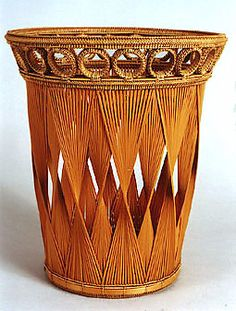 TAI Gallery/Textile Arts: Japanese Bamboo Artists: IIDA Seiseki Bamboo Art, Bamboo Crafts, Willow Weaving, Basket Weaving, Pictures On String, Japanese Bamboo, Basket Crafts, Bamboo Basket, Newspaper Crafts