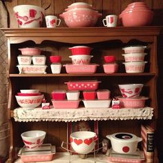 Pink Pyrex!!! @KD Eustaquio Bollinger it's Pink Pyrex!!! Look what you've started! www.brayola.com (Lisa)