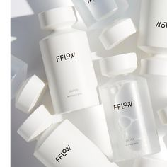 化妆品 To complete the skin of a bottle flows # 1 Wedding Greetin Skincare Packaging, Beauty Packaging, Cosmetic Packaging, Branding, Cosmetic Bottles, Cosmetic Design, Poster S, Biotin, Bottle Design