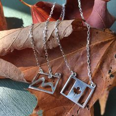Especially created for FETCH Ideas, this necklace made of 950 Silver represents the ties between Brazil and Canada. This necklace displays two charms on the same chain; the beautiful Maple Leaf symbol, representing Canada, and other Sugar Loaf Mountain, a postcard of the city of Rio de Janeiro. Change your look by displaying the flag or your choice. #YGK #FETCHIdeas #necklace #jewelry #jewellery #canada #brazil