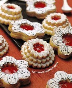 La Cuisine Algérienne: Sable de fleurs Waffle Cookies, Jelly Cookies, Easter Cookies, Cupcake Cookies, Moroccan Desserts, Patisserie Fine, Cake Recipes, Dessert Recipes, Algerian Recipes