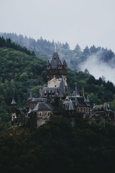 Image shared by Aneta. Find images and videos about nature, landscape and architecture on We Heart It - the app to get lost in what you love. Beautiful Castles, Beautiful World, Beautiful Places, Chateau Medieval, Medieval Castle, Medieval Gothic, Looks Teen, Slytherin Aesthetic, Kirchen