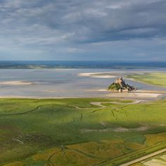 Magnifique notre Merveille vue du ciel sur @france2.fr ! On en prend plein les yeux ! Suivez le #TDF2016 en direct et découvrez les merveilleux paysages de la #Manche ! ☀️ Credit photo : Jérôme Houyvet CDT50