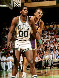 Robert Parish and Kareem Abdul-Jabbar! Basketball Pictures, Love And Basketball, Sports Basketball, Basketball Players, Basketball Stuff, College Basketball, Celtics Basketball, Basketball Legends, Boston Celtics