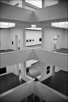 Andre Peniche - Shapes & Columns photo serie - Ibere Camargo Museum