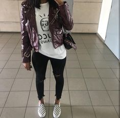 jeans are the best 😍 T-shirt « GUCCI gang Chill Outfits, Trendy Outfits, Cute Outfits, Fashion Outfits, School Looks, Fall Winter Outfits, Autumn Winter Fashion, Fall Fashion, Mode Ootd