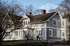 banding around house German Houses, Sweden House, Exterior Color Schemes, Modern Farmhouse Exterior, House Floor Plans, Victorian Homes, Curb Appeal, Future House, Beautiful Homes