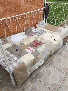 Plaid ou tapis disponible à la vente Toddler Bed, Plaid, Furniture, Home Decor, Budget, Carpet, Child Bed, Gingham, Decoration Home