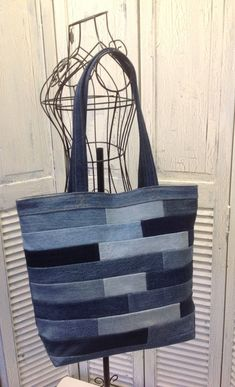 Bleu Redux Upcycle Subway Tile Denim Tote by GrandmaRietas on Etsyvery nice blue patchwork denim bag Sacs Tote Bags, Denim Tote Bags, Denim Purse, Patchwork Denim, Patchwork Bags, Denim Quilts, Denim Ideas, Denim Crafts, Love Jeans