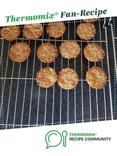 Recipe Keto Garlic Cheese Crackers by thermosimsa, learn to make this recipe easily in your kitchen machine and discover other Thermomix recipes in Baking - savoury. Savory Snacks, Keto Snacks, Diet Recipes, Snack Recipes, Garlic Cheese, Recipe Community, Bellini, Vegetarian Cheese, Thermomix