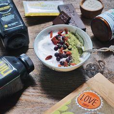 It's GIVEAWAY time, superfood loving honeys! See details on my instagram @breakfastcriminals.