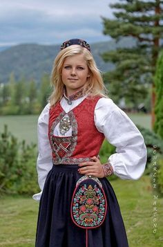 Bunad traditional dress of Norway. Notice the purse has Real Silver on it, the traditional dress for women and men, they always wear silver somewhere on their outfit as the Pagans thought Silver protected them from evil spirits European Dress, European Girls, Folk Clothing, Historical Clothing, Norwegian Clothing, Costume Ethnique, Costumes Around The World, Ethnic Dress, Folk Costume