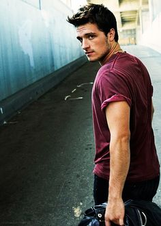 Josh Hutcherson... Didn't used to think he was handsome but now... He's growing on me lol