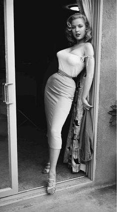 pinterest.com/fra411 #Vintage Sex Appeal, Betty Brosmer 1950's.