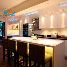 #COCHogar La buena #luz es necesaria para trabajar en la #cocina, por eso asegúrate de contar con una buena  #iluminación en los principales #espacios de ésta, en especial la #zona del horno, el mesón  y  mesas auxiliares