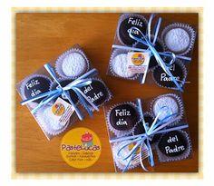 Alfajores rellenos de dulce de leche cubiertos con chocolate semiamargo y decorados con royal icing Haz click en la imagen para que...