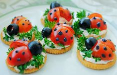 Spring ladybugs on Ritz crackers for spring appetizers. Cute Snacks, Party Snacks, Cute Food, Good Food, Yummy Food, Kreative Snacks, Food Carving, Food Decoration, Food Platters