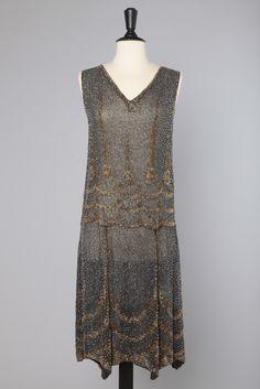 Robe 1925 en voile de coton gris brodée de perles or et argent