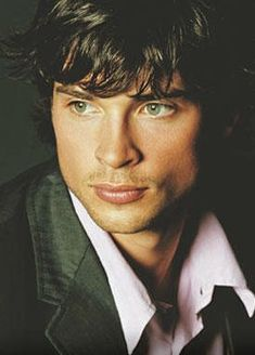 Tom welling = definition of sexy!