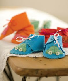 Felt Baby Booties.  Think I could make them in fabric, double sided perhaps with stitched on ties.
