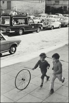 View Palermo Boy with Wheel by Henri Cartier-Bresson on artnet. Browse more artworks Henri Cartier-Bresson from Feldschuh Gallery. Candid Photography, Urban Photography, Vintage Photography, Street Photography, Minimalist Photography, Color Photography, Henri Cartier Bresson, Magnum Photos, Foto Picture