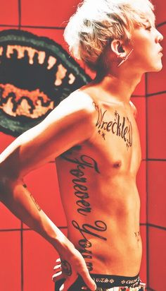 That body That muscle That face That voice That tattoo That person GD why did you make us fall in love with you?