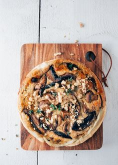 vegetarische quiche met paddenstoelen en walnoten
