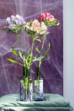 DIY: bottle vase with exciting nail varnish patterns