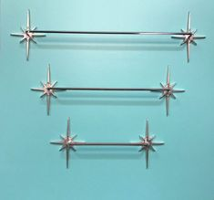 Atomic starburst towel bars -- finally a place to buy them again! Finally we have a source for atomic starburst towel bars again -- this entrepreneur is making them! Plus, I spotlight other sources for starburst decor. Mid Century Modern Decor, Mid Century Design, Atomic Decor, Retro Renovation, Up House, Retro Home Decor, 1950s Decor, Küchen Design, Design Table