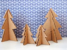 DIY: mini cardboard christmas trees - with free printable pattern